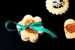 Biscoitos, foco seletivo no centro, no fundo preto Fotografia de Stock