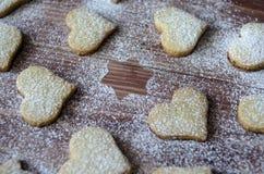 Biscoitos na forma de um coração e de uma estrela Fotografia de Stock Royalty Free
