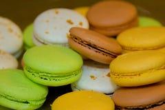 Biscoitos na tabela Fotos de Stock Royalty Free