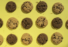 Biscoitos no fundo amarelo Foto de Stock Royalty Free