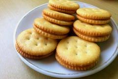 Biscoitos redondos em um prato, Imagens de Stock Royalty Free