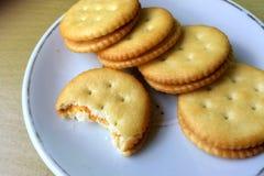 Biscoitos redondos em um prato Imagens de Stock Royalty Free