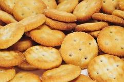 Biscoitos redondos salgados Fotos de Stock Royalty Free