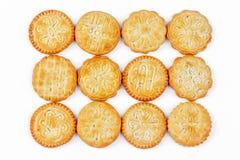 Biscoitos salgados com testes padrões no fundo branco Imagens de Stock Royalty Free