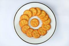 Biscoitos salgados na placa branca Fotografia de Stock Royalty Free