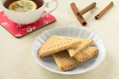Biscoitos seridos em um tablecloth claro Imagens de Stock