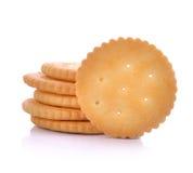 BISCOITOS - Uma pilha de biscoitos redondos do trigo delicioso isolados sobre Imagens de Stock