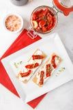 Biscote curruscante con los tomates secados al sol Fotografía de archivo libre de regalías