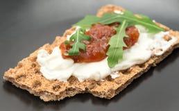 Biscote curruscante con queso batido Fotos de archivo libres de regalías