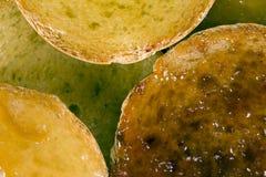 Biscottes avec de la confiture de fruit Photos libres de droits