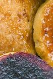Biscottes avec de la confiture de fruit Images libres de droits