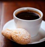 biscotti咖啡杯 免版税图库摄影
