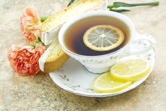 biscotti热柠檬茶 免版税库存照片