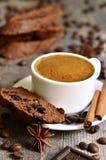 Biscotti σοκολάτας με το ξηρό το βακκίνιο Στοκ Φωτογραφία