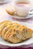 Biscotti миндалины клейковины свободное с чаем Стоковые Фотографии RF