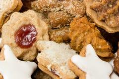 Biscotti al forno freschi di natale Fotografie Stock