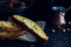 Biscotti avec la tasse de vintage de café Images stock