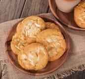 Biscotti bianchi della noce di noce di macadamia del cioccolato Immagine Stock Libera da Diritti