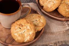 Biscotti bianchi della noce di noce di macadamia del cioccolato Fotografie Stock