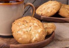 Biscotti bianchi della noce di noce di macadamia del cioccolato Immagini Stock Libere da Diritti