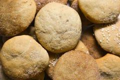 Biscotti casalinghi con zucchero, cannella e sesamo Fotografie Stock