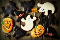 Biscotti casalinghi del pan di zenzero di Halloween Immagini Stock