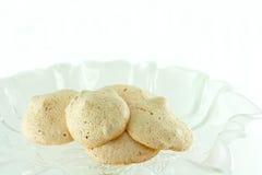 Biscotti casalinghi della meringa della noce Fotografia Stock