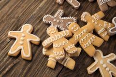 Biscotti casalinghi di natale sulla tavola di legno Fotografia Stock