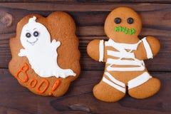 Biscotti casalinghi divertenti dello zenzero di Halloween con il fantasma e la mummia, Cl fotografia stock libera da diritti