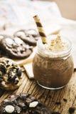 Biscotti casalinghi e frappé crema Immagini Stock Libere da Diritti
