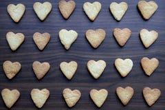 Biscotti casalinghi a forma di del cuore Fotografia Stock Libera da Diritti