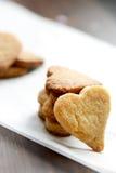 Biscotti casalinghi a forma di del cuore di giorno di Valentine's Fotografia Stock Libera da Diritti