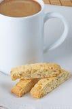 Biscotti con caffè fotografia stock libera da diritti