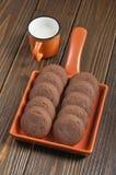 Biscotti con i barattoli di ostruzione e di latte condensato Fotografia Stock