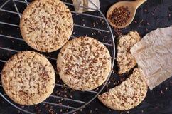 Biscotti con i semi di lino Fotografie Stock Libere da Diritti