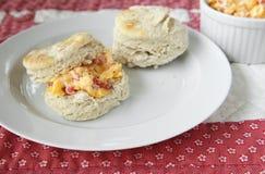 Biscotti con il formaggio del pimento immagini stock