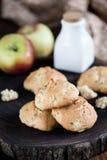 Biscotti con le mele Immagini Stock Libere da Diritti