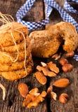 Biscotti con le noci immagini stock libere da diritti
