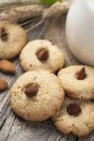 Biscotti con un barattolo di latte Immagine Stock