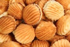 Biscotti con una frutta che farcisce sotto forma d'i cockleshells del mare Fotografia Stock