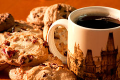 Biscotti con una tazza di caffè Fotografie Stock Libere da Diritti