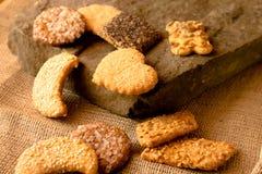 Biscotti croccanti dolci di gusto differente immagine stock