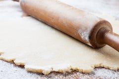 Biscotti d'impastamento fotografie stock libere da diritti