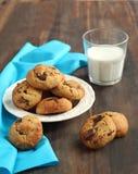 Biscotti del burro di arachide e di pepita di cioccolato Fotografia Stock