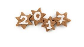 Biscotti del cacao dello zenzero di Natale con il numero 2017 per il nuovo anno Fotografia Stock