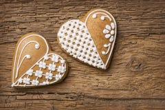 Biscotti del cuore del pan di zenzero Immagine Stock