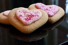 Biscotti del cuore di amore Immagini Stock