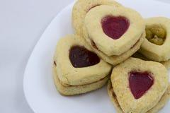 Biscotti del cuore di giorno del ` s del biglietto di S. Valentino immagini stock libere da diritti