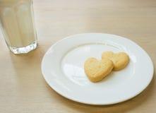 Biscotti del cuore per il biglietto di S. Valentino Fotografie Stock Libere da Diritti