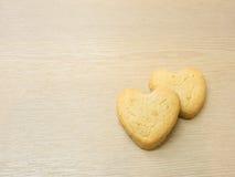 Biscotti del cuore su fondo di legno. Fotografia Stock Libera da Diritti